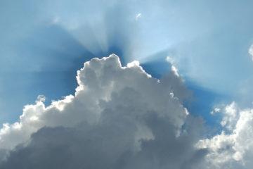 تشبیه بهرهمندی از امام زمان به خورشید پشت ابر
